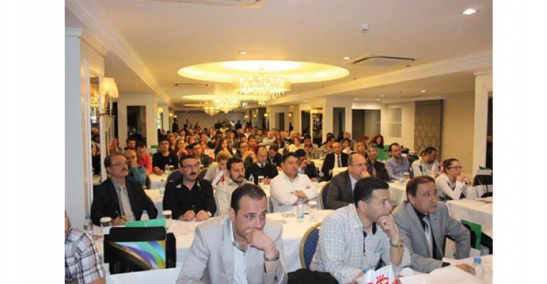 Kontak Lens Tanıtım Seminerlerinin Beşincisi İzmir' de yapıldı