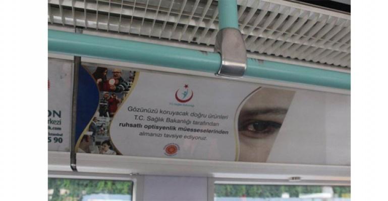 Güneş Gözlüğü Kamu Spotu'nun Resimleri Metro Vagonlarında
