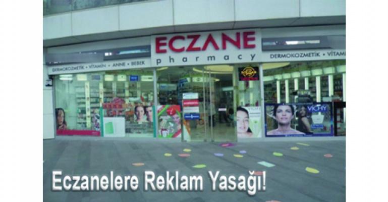 Eczane vitrinlerindeki ilanlara yasak geldi.