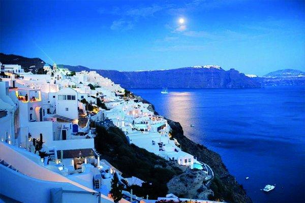 Santorini bir gerçek ise diğerleri yalandır!