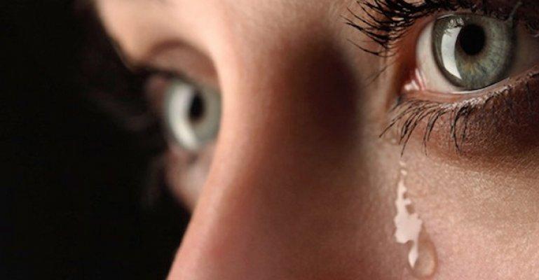 Göz Sulanmasının Sebebi Göz Kapaklarındaki Bozukluklar Olabilir