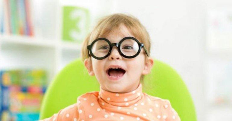İsveç'te Çocuklara Gözlük ve Lens Yardımı Başladı
