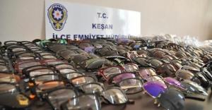 Edirne'de 247 Adet Sahte Gözlük Ele Geçirildi!