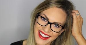 Gözlük Kullanan Kadınların Çok İşine Yarayacak Makyaj Tüyoları…