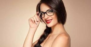 Gözlük Kullanmanız Makyaj Yapmanıza Engel Değildir!