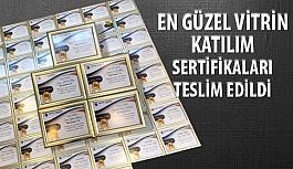 """""""En Güzel Vitrini Seçiyoruz"""" Yarışması Katılım Sertifikaları Optik Mağazalara Teslim Edildi!"""