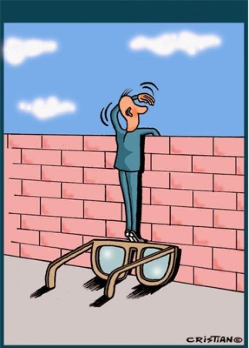 Gözlük; onun için bir sağlık amacı değil, aracı olmuş..