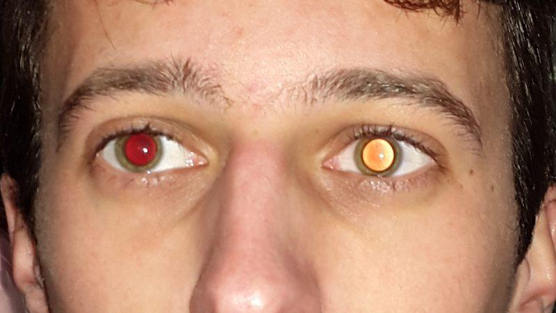 Как сделать красные глаза на фотографии